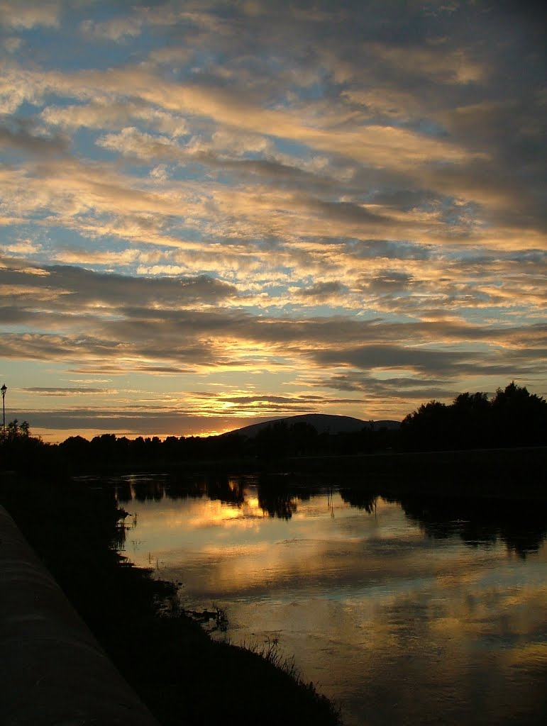 Carrick-on-Suir: Sunset view from the Old Bridge