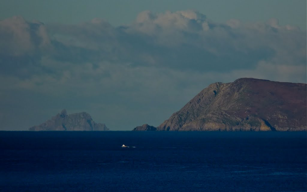 Voyage to Skellig? December 2010 (Zoom in on the little white dot!)