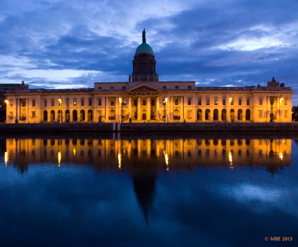 Early Morning at The Customs House Dublin